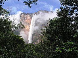 Adalah air terjun jatuh bebas tertinggi di dunia dengan ketinggian 979